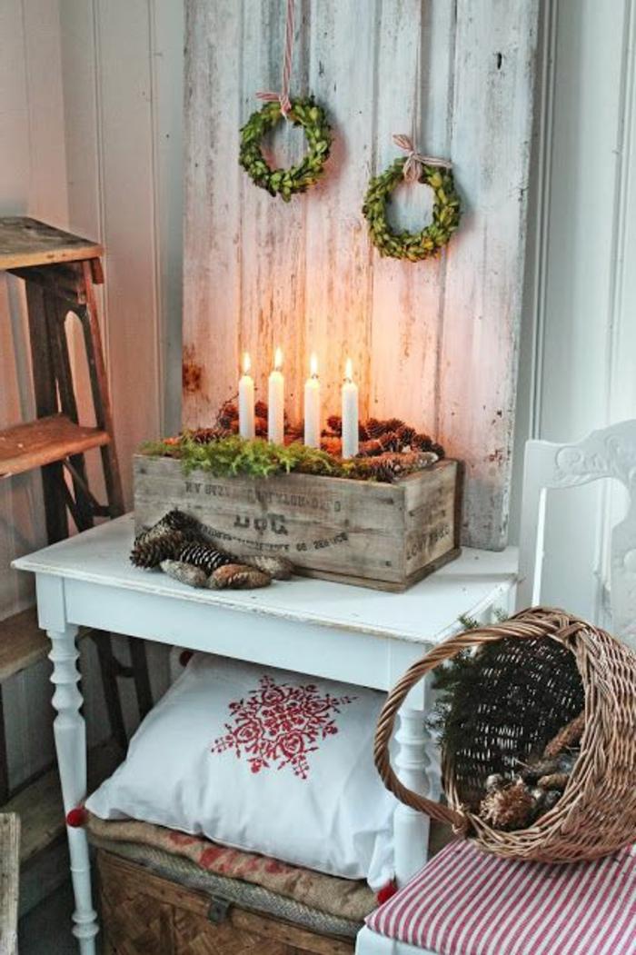 schöne- Weihnachtsdekoration-Kränze-Kasten-Kerzen-Korb-Zapfen-skandinavischer-Stil-rustikal-Landhausstil