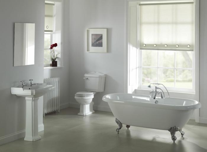 schöne-bilder-fürs-bad-freistehende-weiße-badewanne