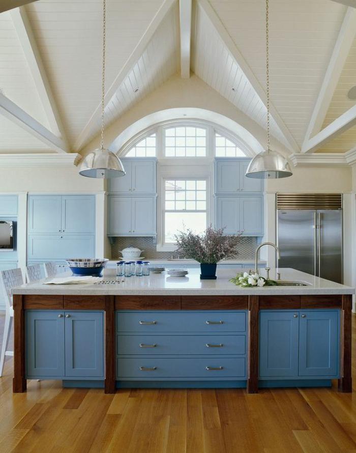 schöner-gestaltung-gemütliches-wohnen-küche-wandfarbe-weiß-und-hellblau