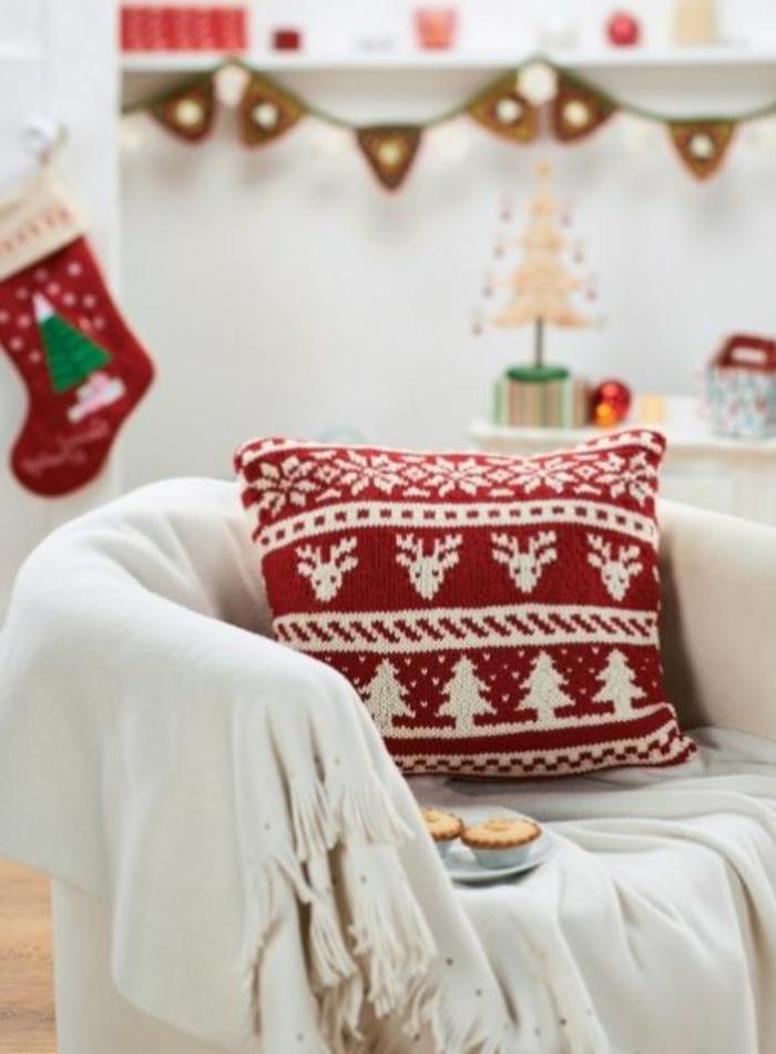 schöner-stricken-skandinavisches-Modell-handgemachtes-Kissen-für-Weihnachten