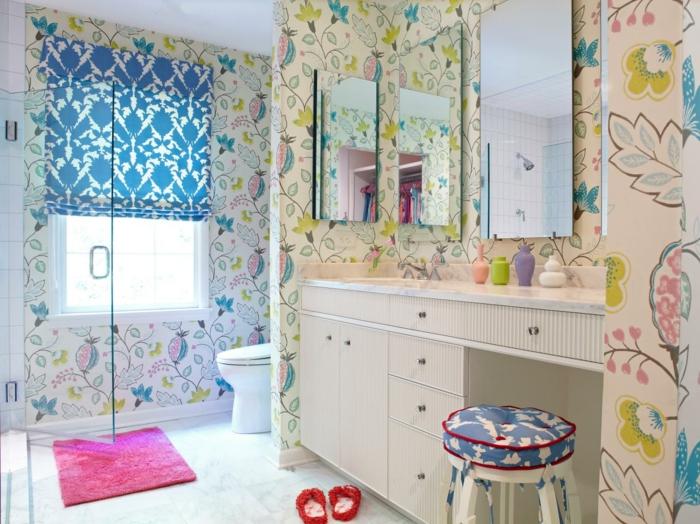 schönes-Badezimmer-dekoideen-bunte-Tapeten-gemütliche-Atmosphäre