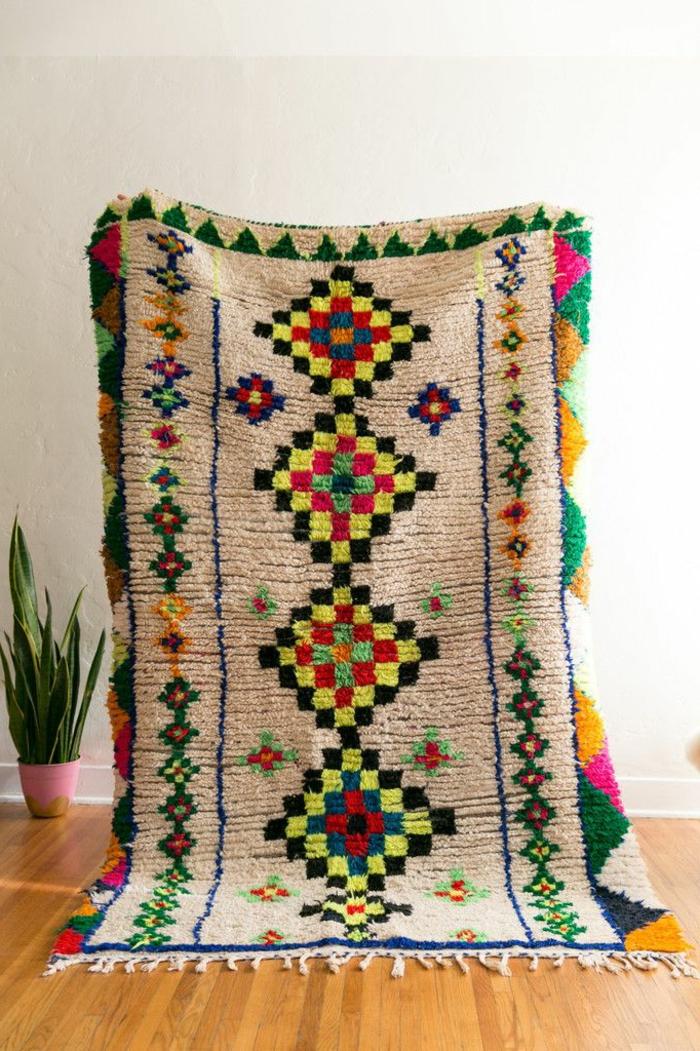 schönes-Modell-Teppich-buntes-Muster-orientalisches-exotisches-Design