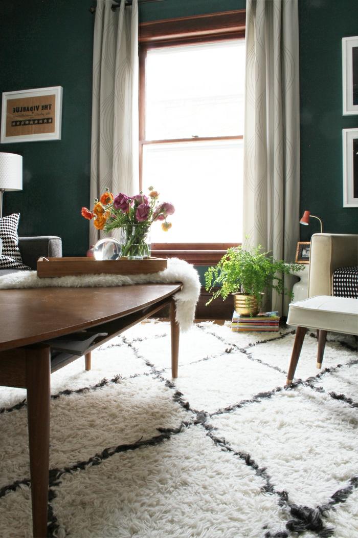 schönes-vintage-Interieur-moderner-Teppich-weiß-schwarz