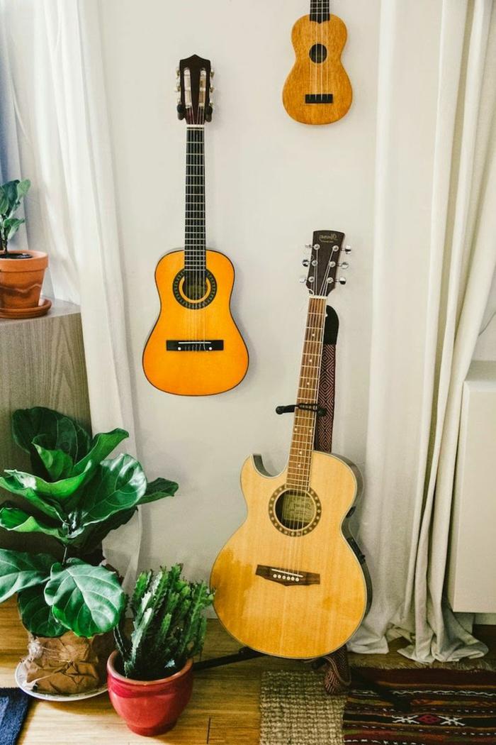 schlichtes-Interieur-Topfpflanze-Gitarren-verschiedene-Größen