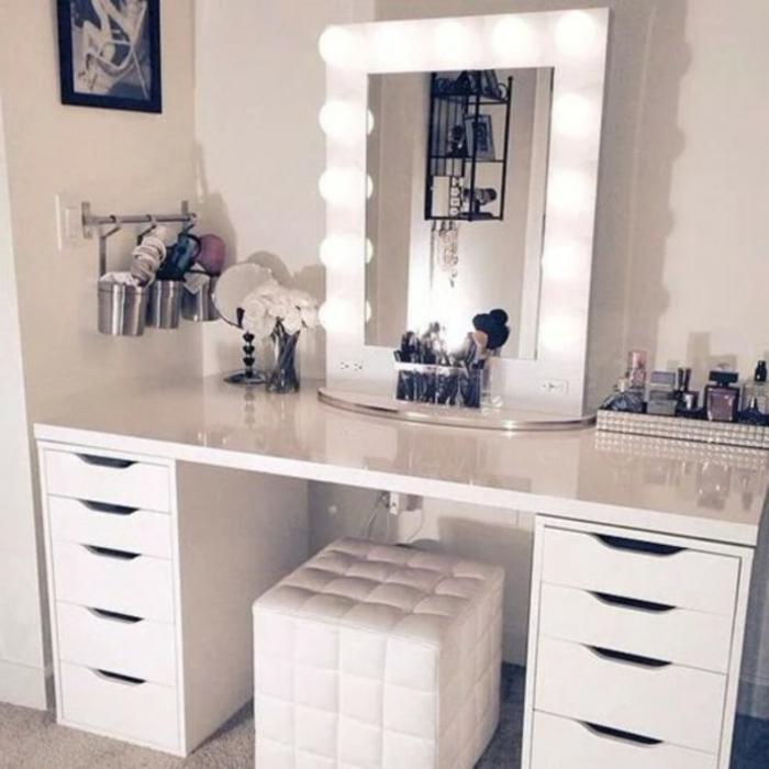 schminktisch-mit-spiegel-beleuchtung-weiß-leder-stuhl
