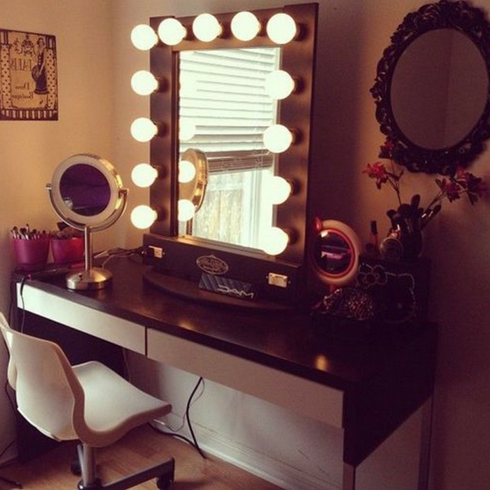 schminktisch-mit-spiegel-glühbirne-modern-stuhl