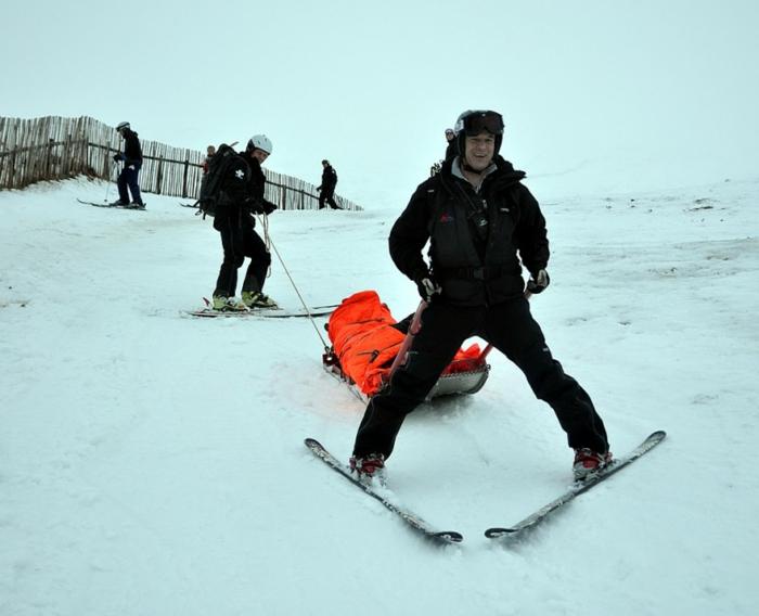 schnee-schlitten-tolles-foto-schlitten-fahren