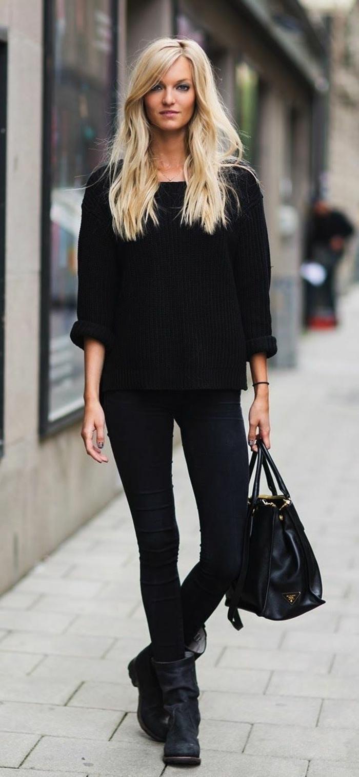 schwarzer-Pullover-Jeans-alltäglicher-Look