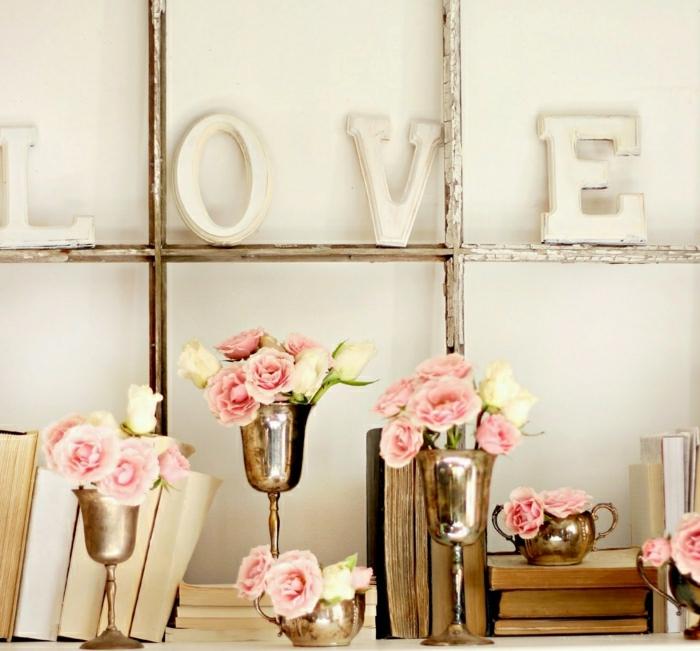 shabby-chic-vintage-Dekoration-Blumen-Gläser