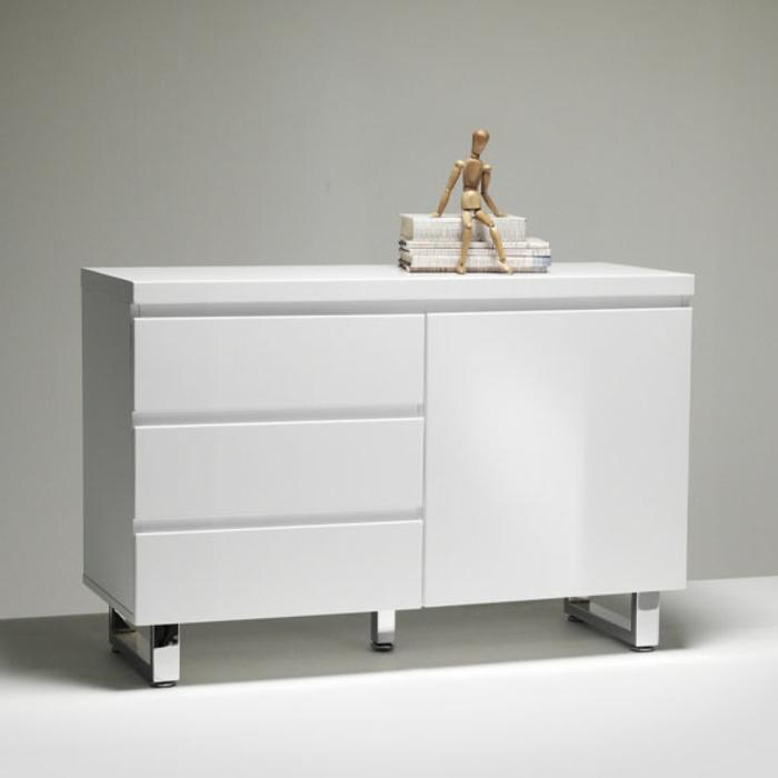sideboard-in-weiss-moderne-gestaltung-grauer-hintergrund