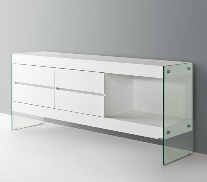 sideboard-in-weiss-unikale-ausstattung-mit-einer-gläsernen-tür