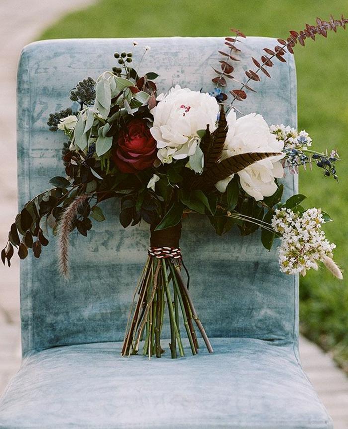 simpler-Hochzeitsstrauß-weiße-Pfingstrosen-elegant-stilvoll