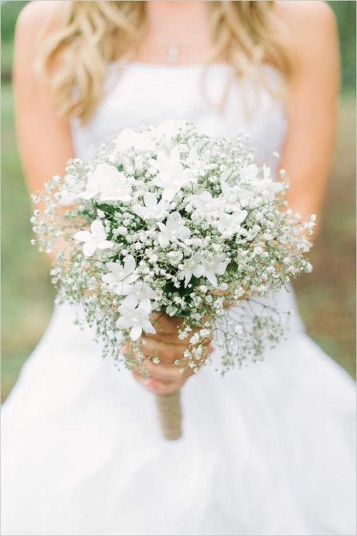 simpler-Brautstrauss-weiße-Blumen-romantisch-schlicht
