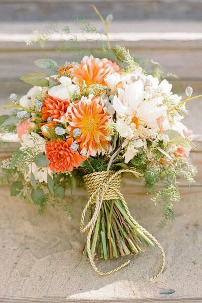 simpler-brautstrauss-Frühlingsblumen-weiß-orange-Schnur