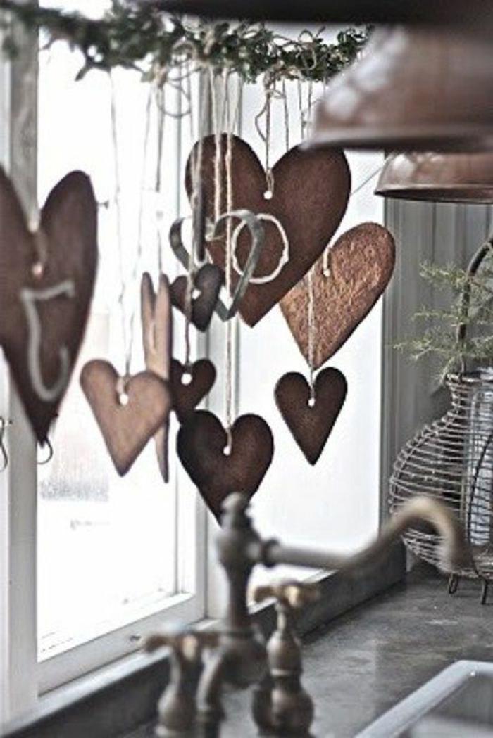 skandinavische-Weihnachtsdekoration-hängende-Herzen-Landhausstil