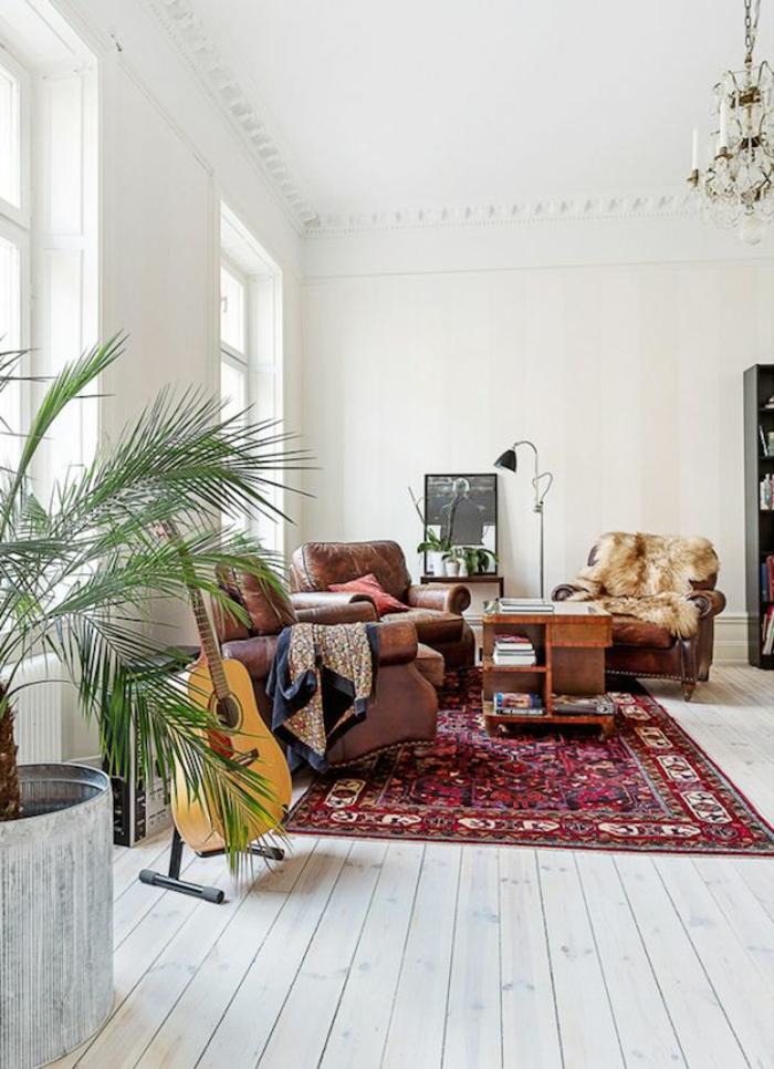 Skandinavisches Wohnzimmer Interier Vintage Teppich Topfpflanze Akustik Gitarre
