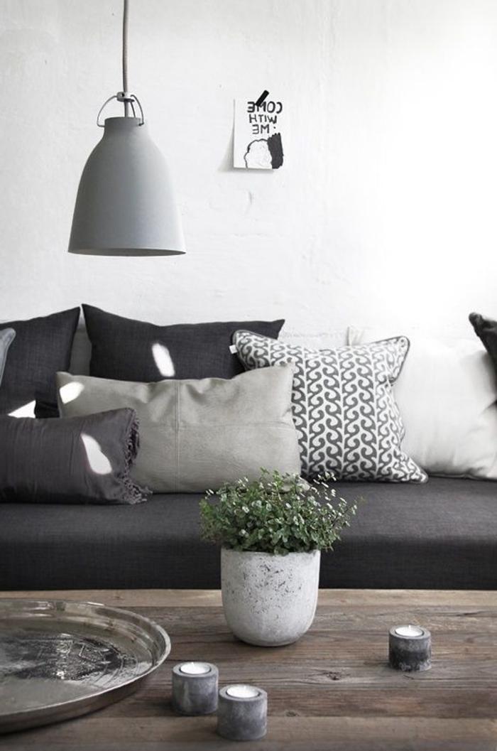 skandinavisches-Wohnzimmer-Interieur-graue-Nuancen-schöne-industrielle-Lampe
