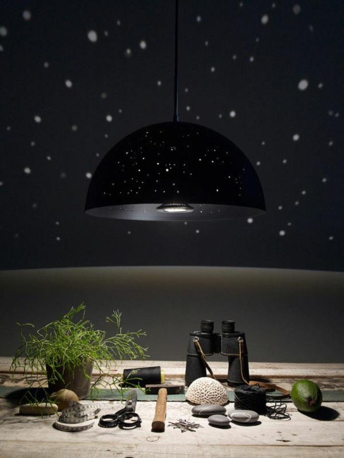 sternenhimmel-aus-led-interessante-schwarze-hängende-lampe