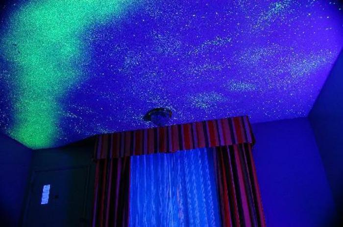 sternenhimmel-aus-led-originelle-blaue-gestaltung