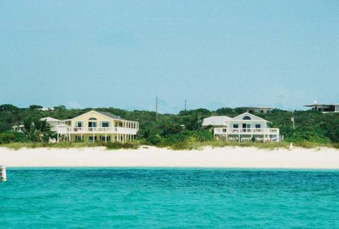 strandhäuser-tolles-foto-super-viele-schöne-kleine-gebäude