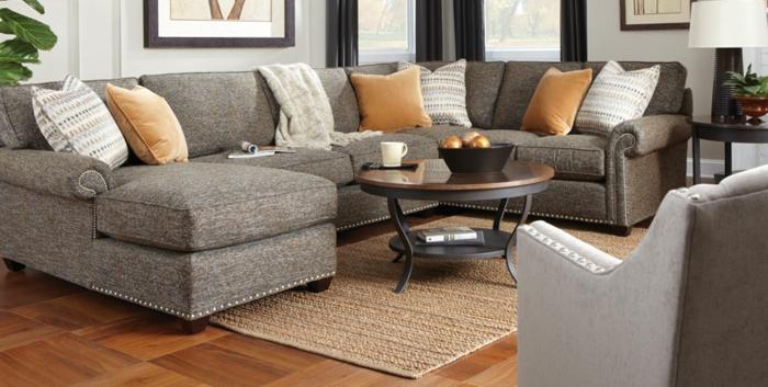 stylische-wohnzimmer-zwei-große-sofas