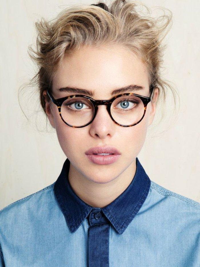 sympatisches-Mädchen-Hipster-Look-hornbrille-runde-Form