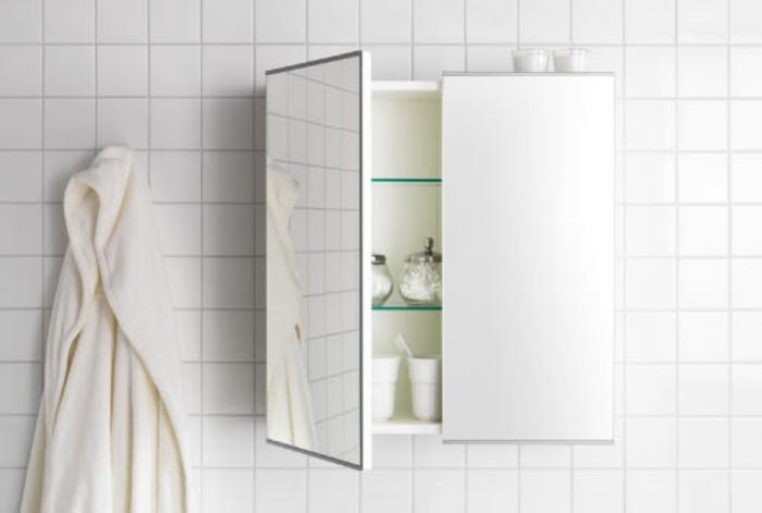 unikale-gestaltung-in-weiß-spiegelschrank-bad-mit-beleuchtung