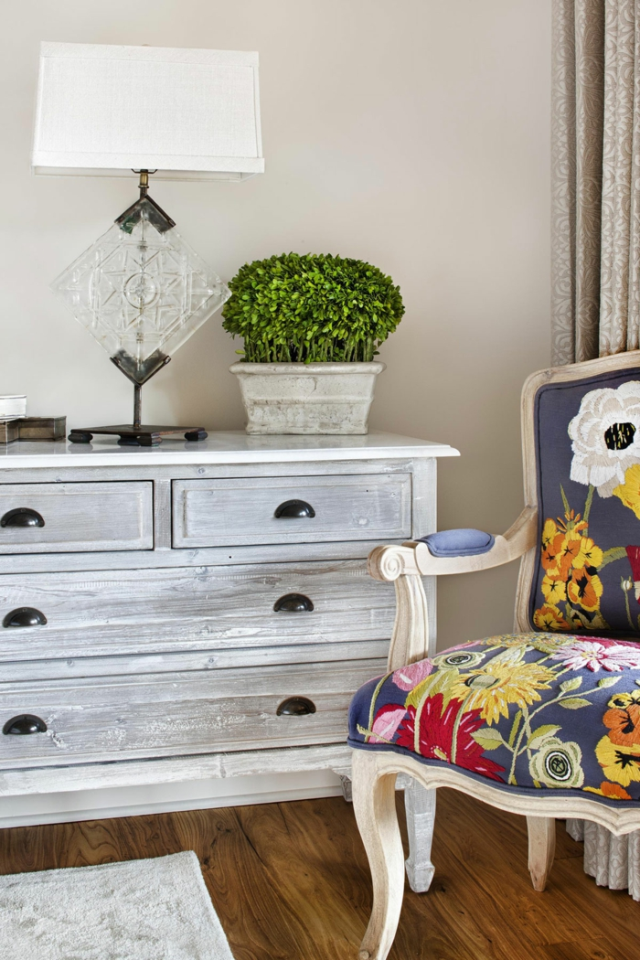 vintage-Möbel-weiße-Kommode-wunderschöner-Sessel