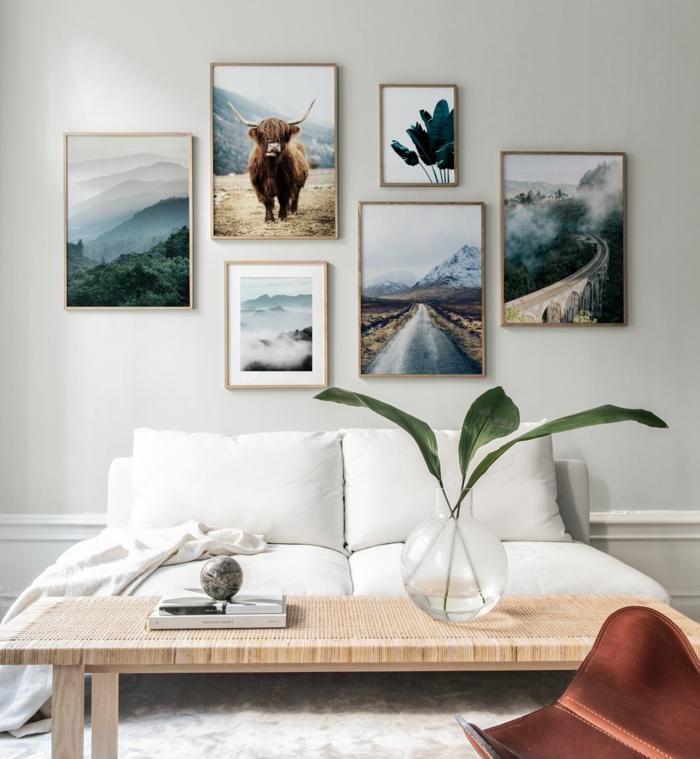 Wohnzimmereinrichtung mit Bilder mit Naturmotiven, Bilder von Bison und Straßen, schöne Wandbilder, Sofa in weiß