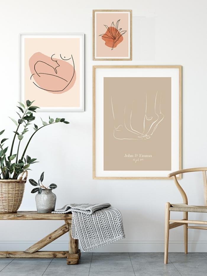 Drei moderne Linienzeichnungen in nude Farben, Schöne Wandbilder, Bank und Stuhl aus Holz, zwei grüne Pflanzen