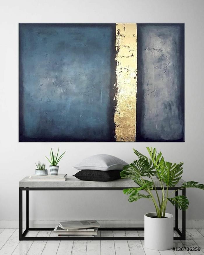 Große Wandbilder, modernes Kunstwerk, Bilder Wohnzimmer abstrakt, Gemälde in blaue und goldene Töne, zwei Kissen in weiß und schwarz