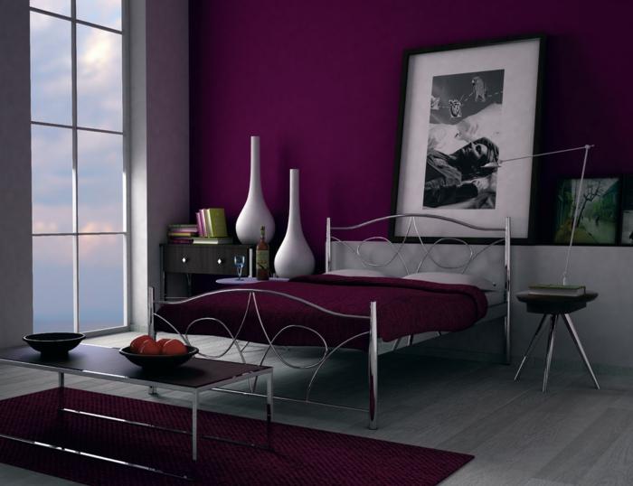 wandfarbe-beere-modernes-schlafzimmer-interessante-farbgestaltung