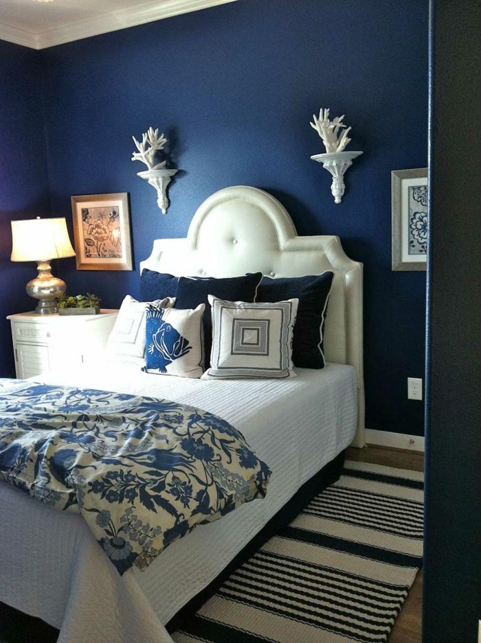 wandfarbe-taubenblau-moderne-wohnraumgestaltung-schlafzimmer