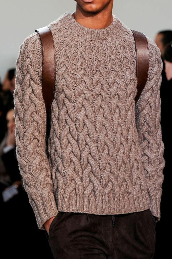 warmer-brauner-Pullover-Herren