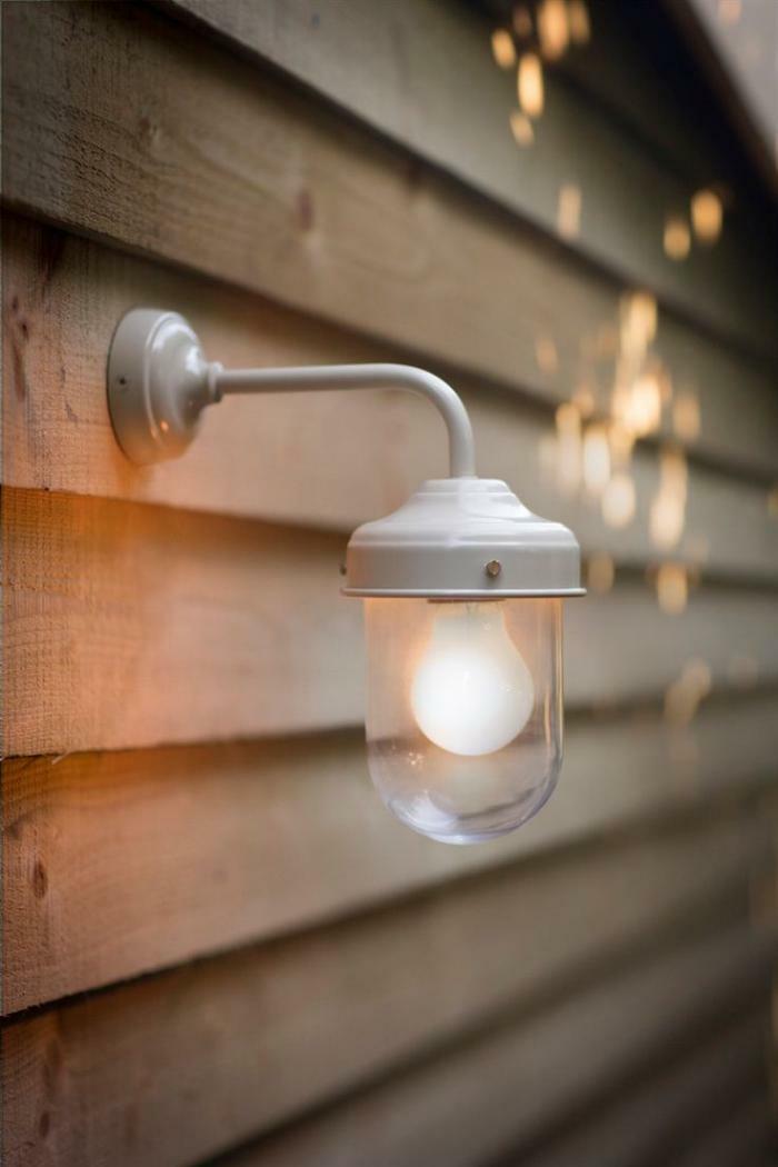 weiß-Lampe-Glühbirnenform-holz-wand