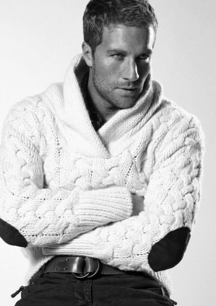 weißer-Pullover-Herren-interessanter-Kragen