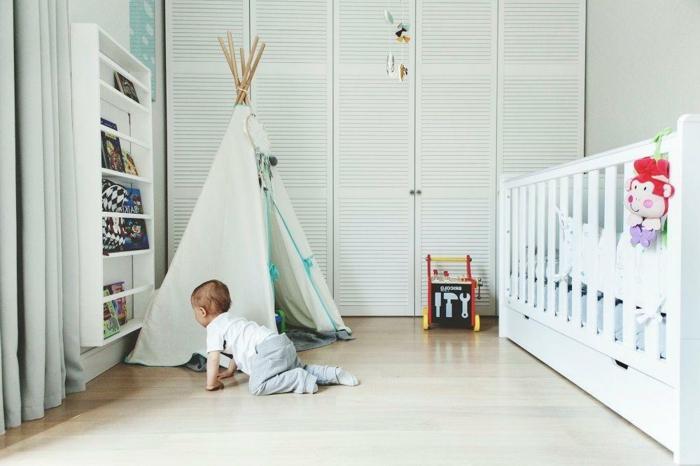 weißes-Babyzimmer-Interieur-dekoratives-Zelt-originelle-Idee