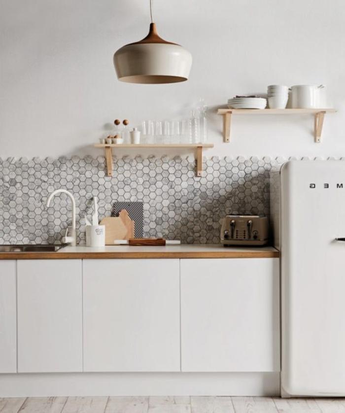 weißes-Küchen-Interieur-moderne-Möbel-Designer-Lampe