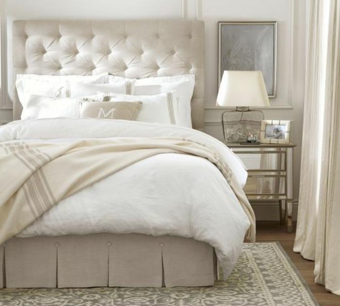 weißes-Schlafzimmer-Interieur-exquisite-Möbel-doppelbett-mit-gepolstertem-Kopfbrett
