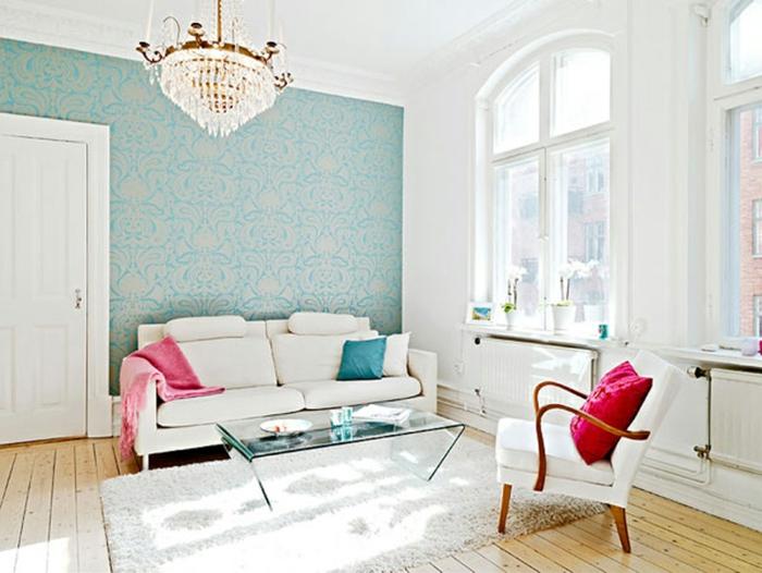 weißes-Wohnzimmer-Interieur-vintage-tapete-blaue-Farbe