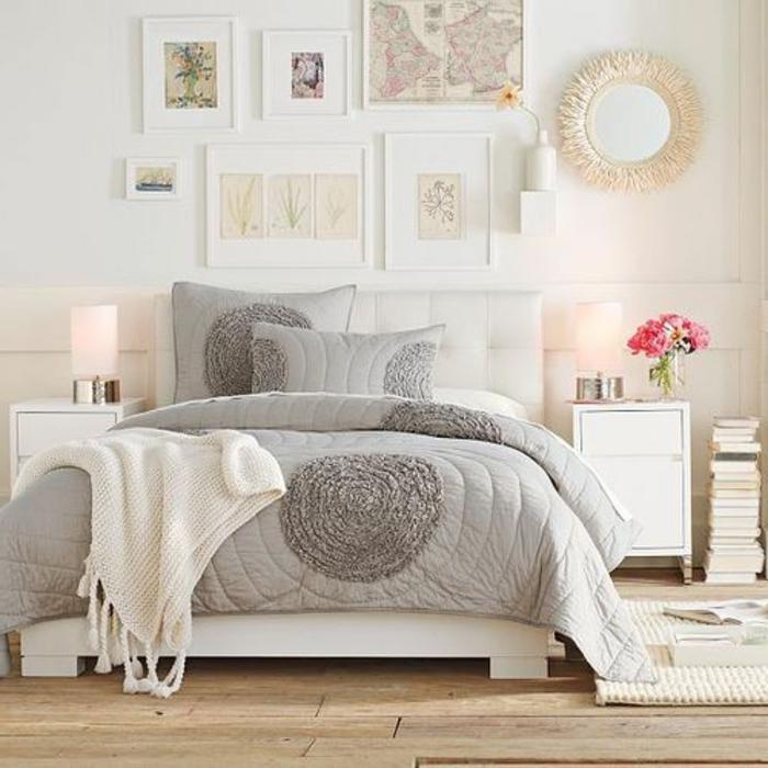 weißes-gemütliches-Schlafzimmer-Interieur-doppelbett-gepolstertes-Kopfbrett-stilvolle-graue-Bettwäsche