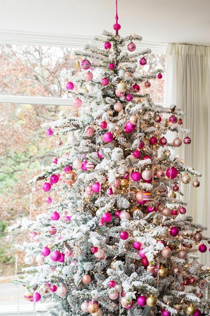 weihnachtsbaum-mit-beleuchtung-sehr-schönes-modell