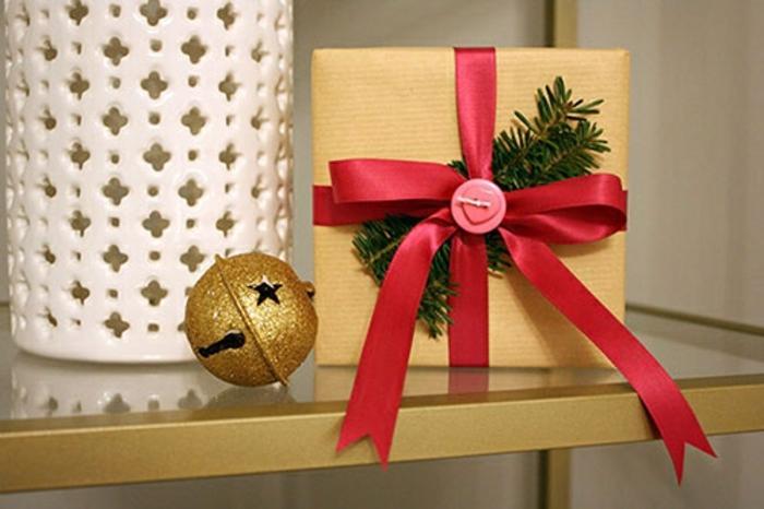 weihnachtsgeschenke-gold-verpacken-