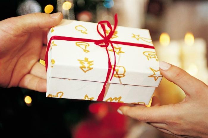 weihnachtsgeschenke-originell-verpacken