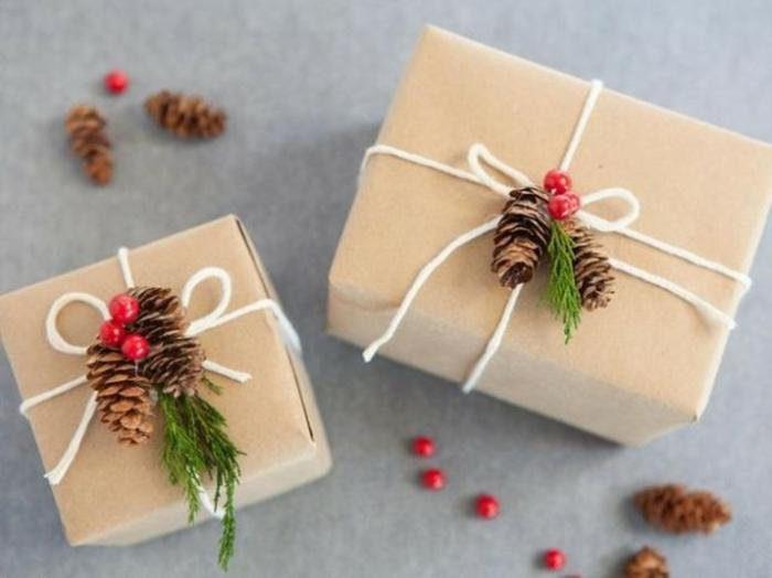 weihnachtsgeschenke-verpacken-mit-zapfen
