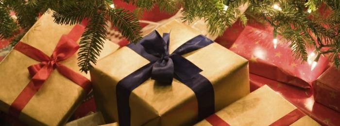 weihnachtsgeschenke-verpacken-schlicht-mit-bände