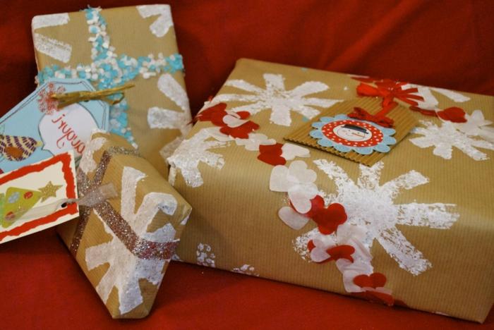 weihnachtsgeschenke-verpacken-schneeflocke-malen