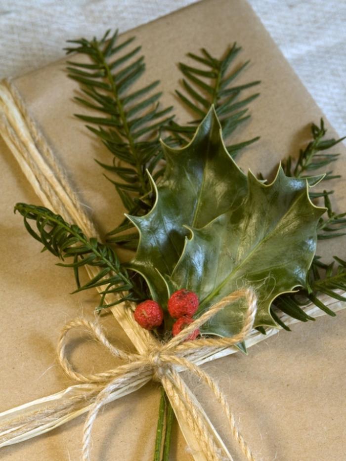 weihnachtsgeschenke-verpacken-tanne-zweig