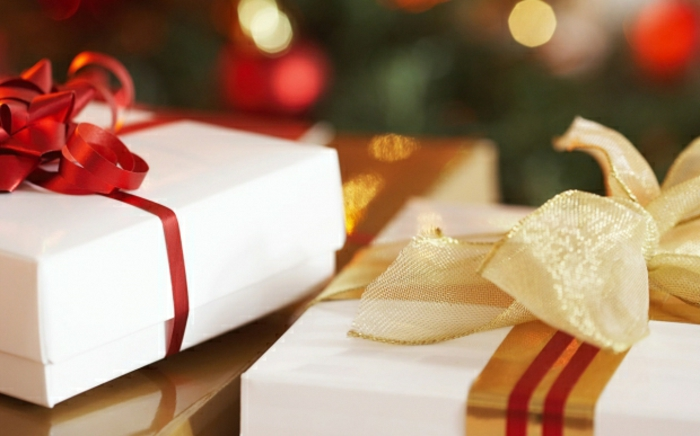 weihnachtsgeschenke-weiß-verpacken