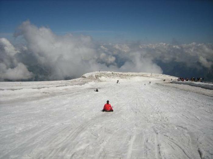 winterberg-schlittenfahren-schlitten-fahren